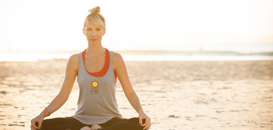 byron-yoga-davina-beach-940x450